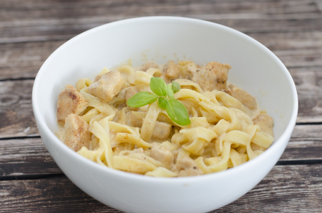 Glutenfri pasta og kylling i fløtesaus